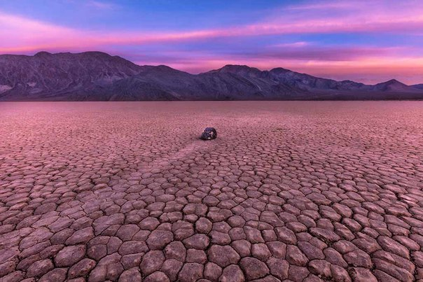 lmDehEifEGQ - Sailing Stones - Weird and Extreme