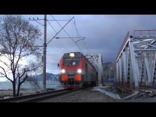 Электровоз 2ЭС4К-123 с грузовым поездом