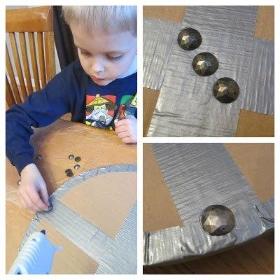 Сделать щит из картона своими руками