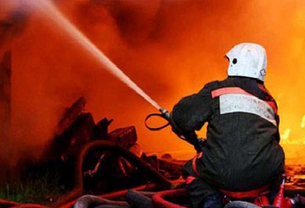 Вчера в Таганроге во дворе частного домовладения горела хозяйственная постройка