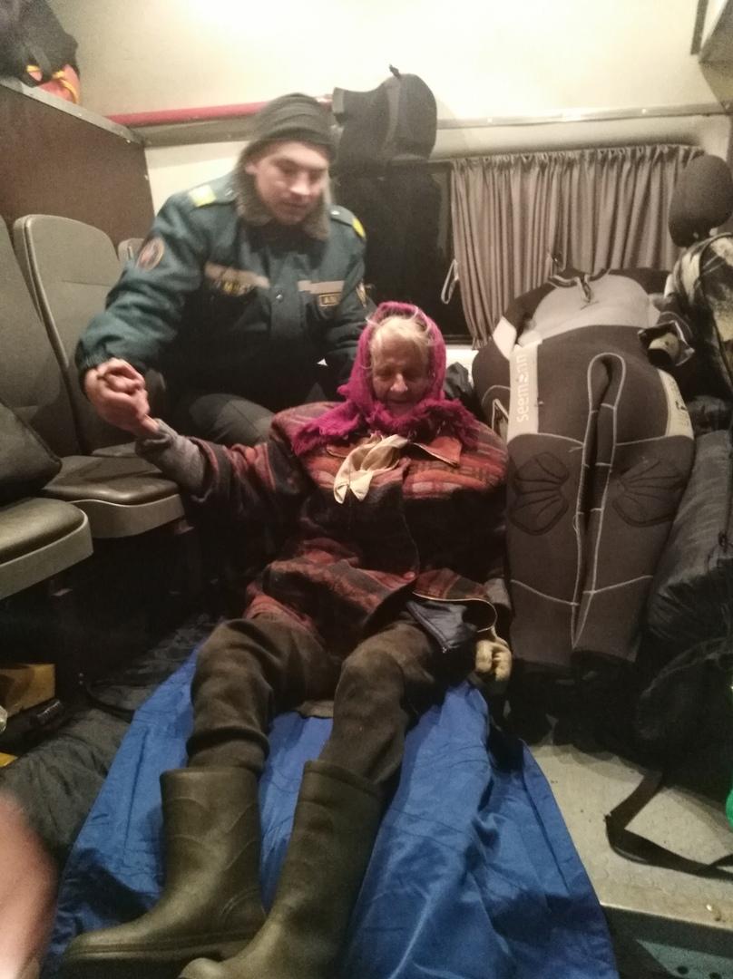 Бабушку, которая не смогла выйти ночью из леса, нашли поисковики в Жабинковском районе