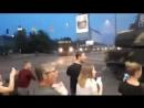 В Киеве на Подоле зенитная установка Бук врезалась в бизнес центр и разбила стену v kieve na podole zenitnaya ustanovka buk vre