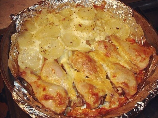 """""""Куриные ножки с картофелем"""" Ингредиенты: куриные ножки, картофель, кусочек сала(или растительное"""