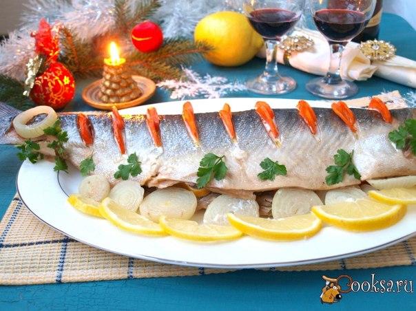 Очень вкусная диетическая рыба.Чтоб сделать горбушу сочнее я запекаю её с овощами и зеленью.Сейчас готовлю такую рыбу часто.