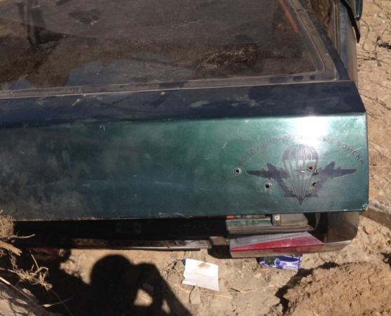 В Волгодонске «ВАЗ-2109» с подростками провалился в котлован, автомобиль зажало