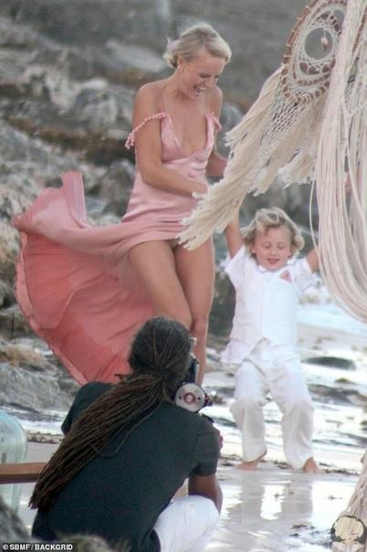 Малин Акерман и Джек Доннелли поженились на пляжной церемонии в Мексике
