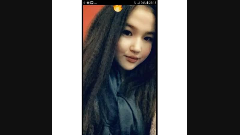 Улыбающаяся девушка красивее накрашенной💕