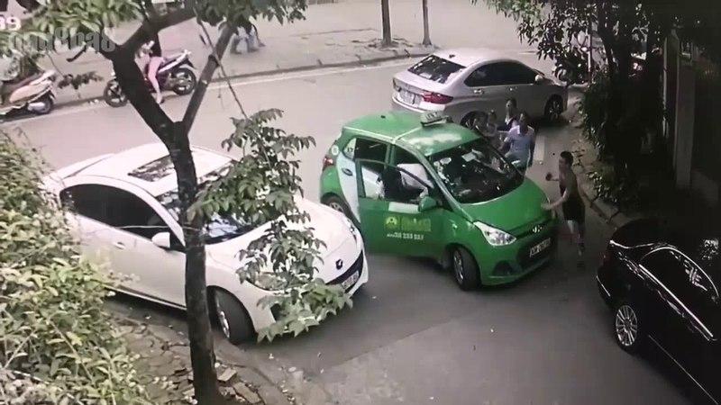 Hà Nội ~17h29 ngày 10/05/2018: Mercedes ( con trai nguyên giám đốc nhà máy Z131 ) đã đỗ xe sai