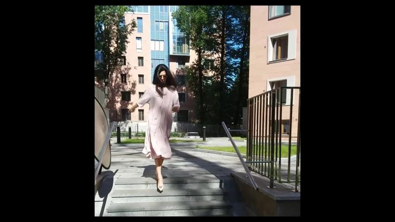 Нежное платье цвета розовая карамель