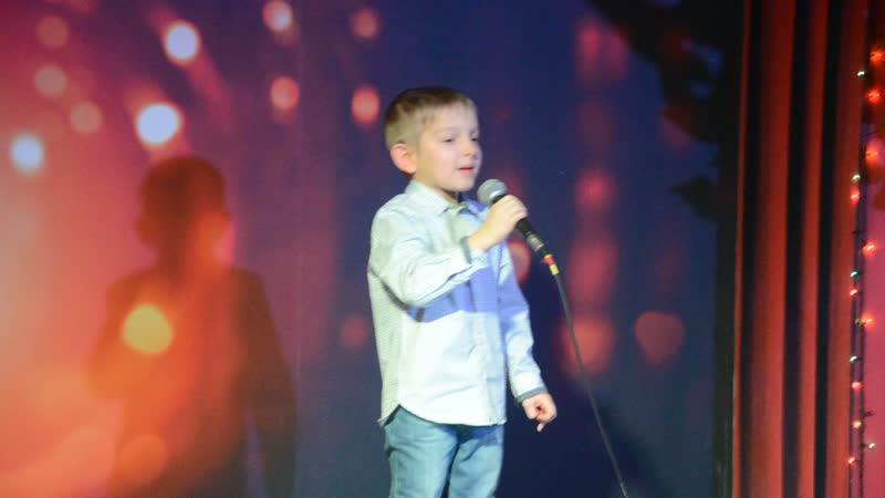 Первое выступление моего любимого сына. Я горжусь своим Игорьком