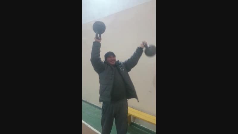Жим гирь 16kg16kg вверх дном и взятие мизинцами. Алан Сулейманов.