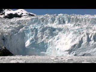 Огромный кусок отколовшегося ледника, волна и зеваки. О-оу... Glacier Calving, Huge Wave.