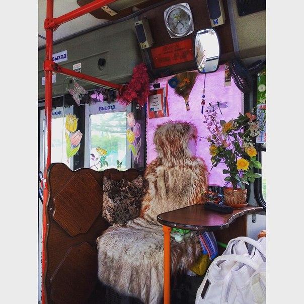 Место кондуктора в омском автобусе. Россию не победить.