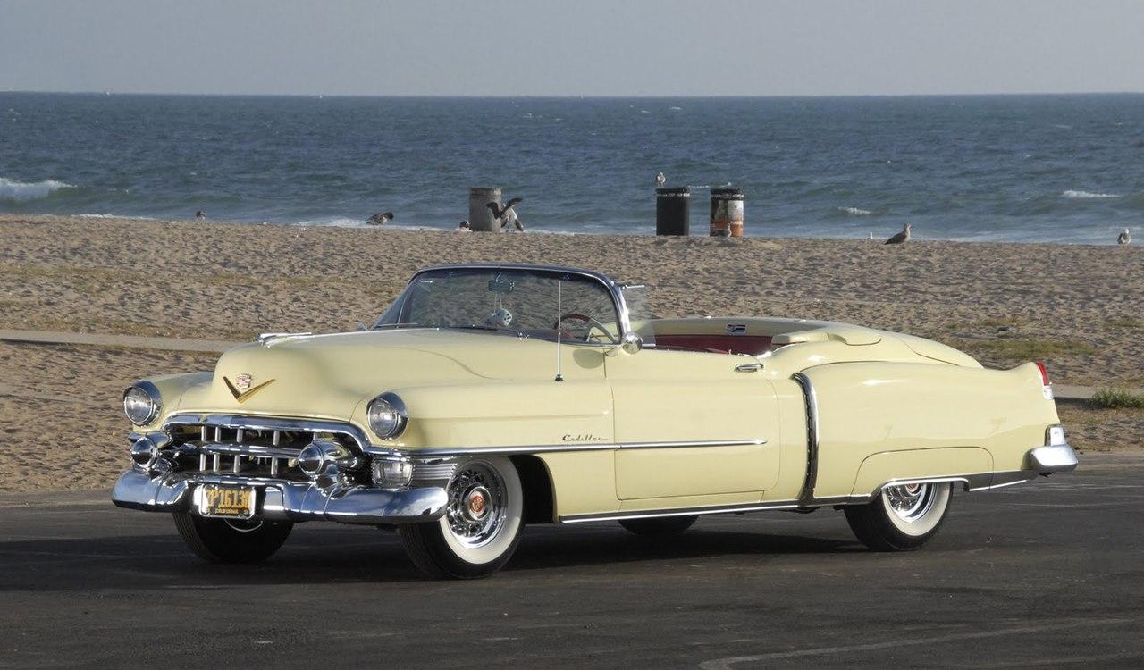 Серийный Cadillac Eldorado 1953 года - с пока еще скромным, довольно высоким панорамным стеклом