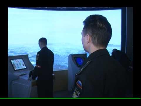 Тренировка экипажа корабля противоминной обороны на тренажере Мостик