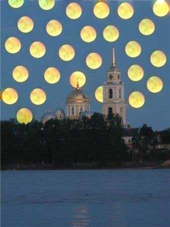 Наблюдайте две луны