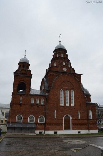 Троицкая старообрядческая церковь. Она же музей «Хрусталь. Лаковая миниатюра. Вышивка».