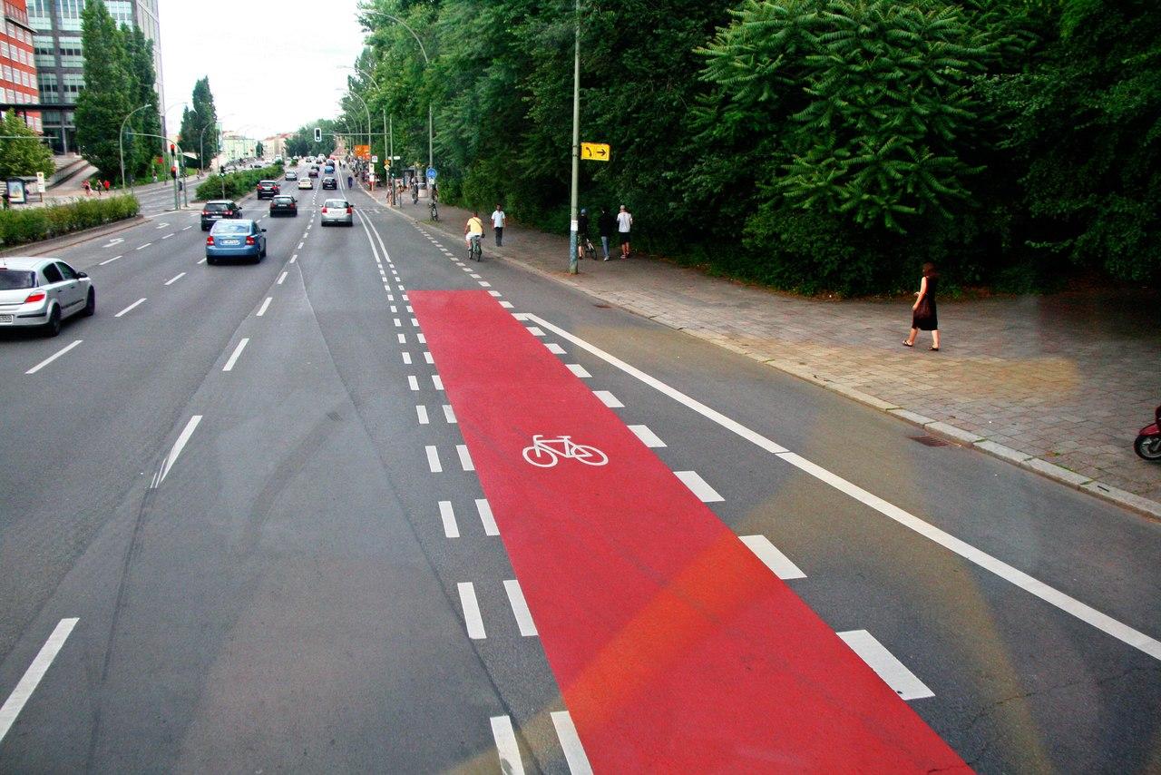 Имеет ли право мотоцикл ехать близко к бордюру ширина полосы 6 метров