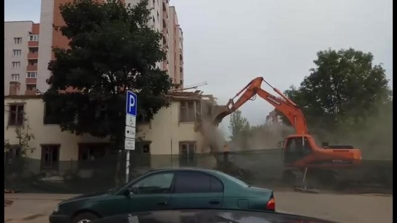 Снос нежилой двухэтажки на Черняховке в Смоленске