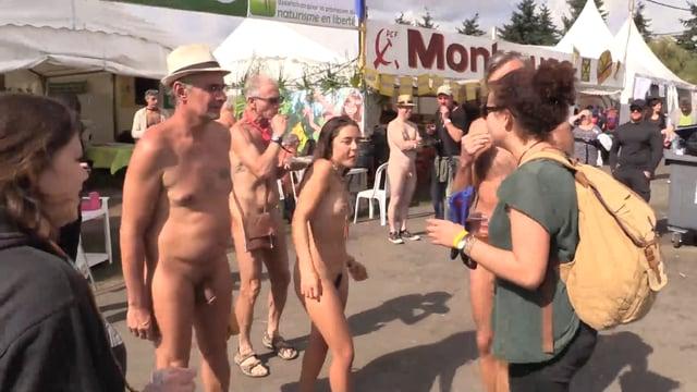 Les naturistes à la fête de lhumanité 2017