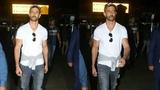 Greek God 😎 Hrithik Roshan SPOTTED At Mumbai Airport | Super 30