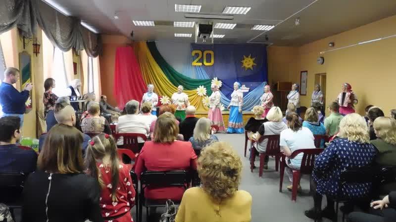 С музыкальным поздравлением хоровой коллектив Людмилы Шахматовой