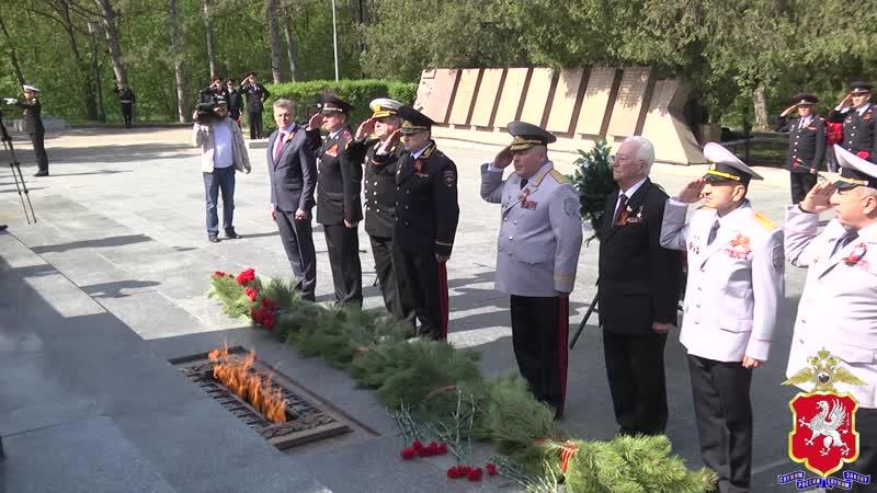 Руководство УМВД России по г. Севастополю приняло участие в церемонии возложения цветов к Обелиску воинской славы на Сапун-горе