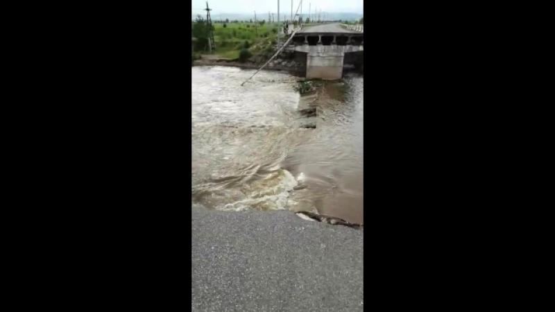 Мобильный репортёр - Разлив реки Читинка у разрушенного моста вблизи Каштакского моста