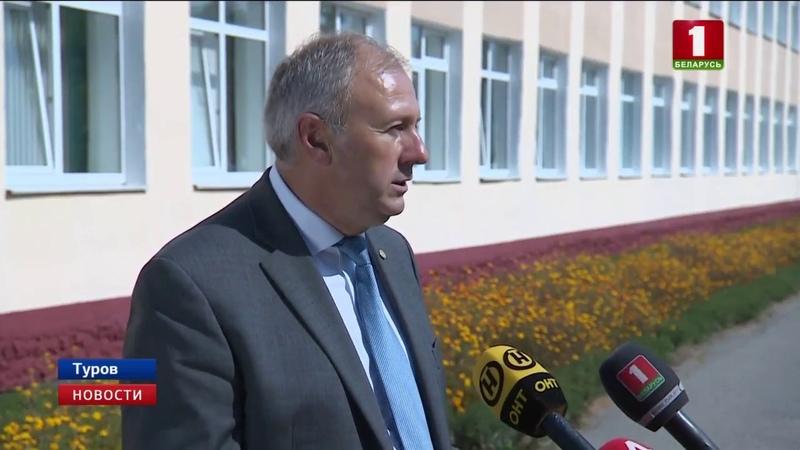 Родную школу в Турове посетил Сергей Румас