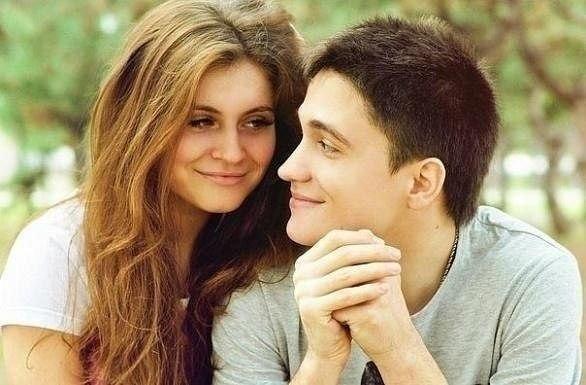 Парень с девушкой гуляют: Девушка: - Милый интересно после свадьбы мы тоже так будем гулять? Парень: - Ну если муж разрешит,конечно будем) ... ?