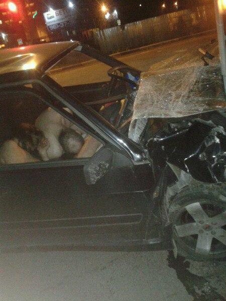 Пьяная парочка, занимаясь любовью, не заметила, как протаранила автобус под Петербургом