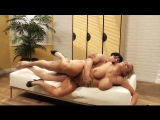 Отличный секс с медсестрой с огромными, висячими буферами на кушетке в больнице. sexy horny milf cougar big tits boobs nurse xxx