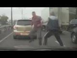 Драка двух водителей на дороге, из-за мелкого ДТП!