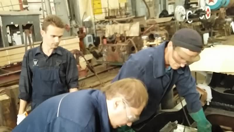 Реставрация паровоза ВП4 1425 Установка шпинтонной втулки в раму 22 июля 2016 г