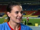 Елена Исинбаева выиграла золото в Москве и стала трехкратной чемпионкой мира.