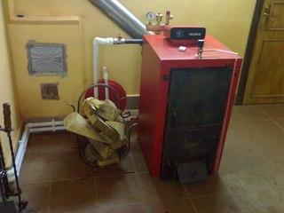 К примеру, если возле дома нет газопровода, тогда лучше всего использовать котел именно на твердом топливе.