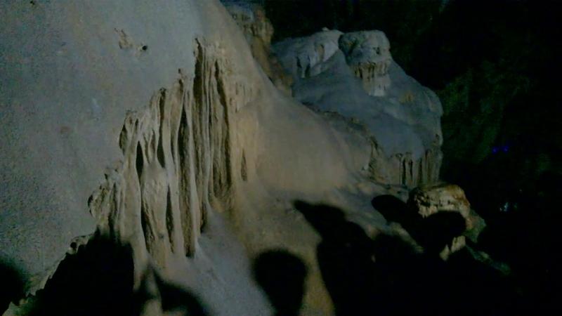 в Новоафонской пещере Чудовища и окаменевший водопад высотой около 30 м Абхазия сентябрь 2018
