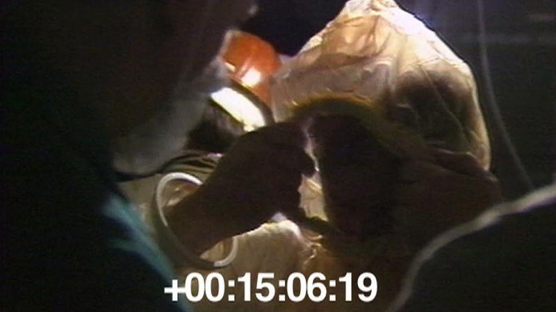 Установка датчиков под днищем реактора ЧАЭС 1986 06