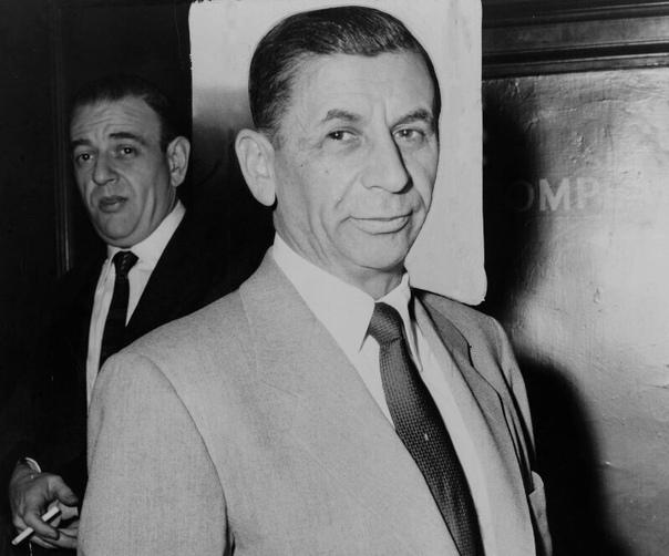 10 легендарных и влиятельных мафиози 1. Аль Капоне (1899 1947)Легенда преступного мира тех времён и самый известный босс-мафиози в истории. Он был ярким представителем криминальной Америки.