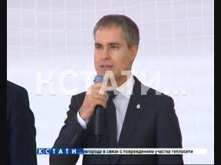 Мэр города Владимир Панов открыл сегодня турнир по мини-футболу