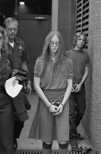 29 января 1979 года, 16-ти летняя Бренда Энн Спенсер из окна своего дома в Сан-Диего, произвела тридцать шесть выстрелов по детям, которые стояли возле школы Девушка, не имевшая особого навыка в