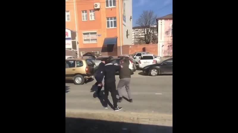 Маршрутчик из Ставрополя разозлился что какой то мужик переходит дорогу в неположенном месте