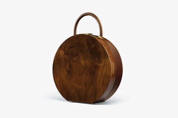 А вы бы добавили к своему образу сумочку из дерева?