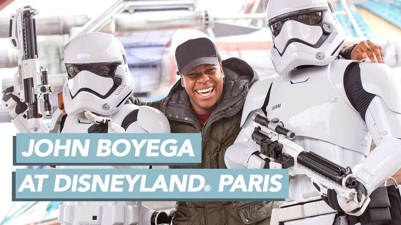 John Boyega alias Finn vient vivre l'expérience des Légendes de la Force