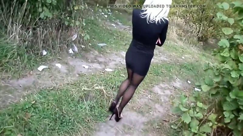 Девушка в короткой юбке и колготках короткие юбки чулки и высокие каблуки Sexy Girls