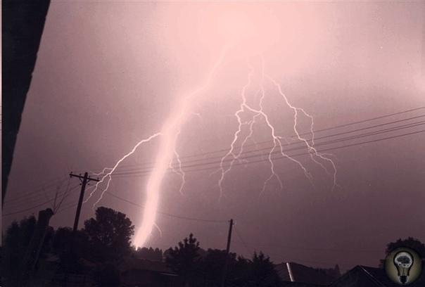 Тайна самых мощных молний: как возникают суперболты и почему ученые до сих пор не знают причины их возникновения Молнии такие же распространенные природные явления, как дождь или град. Однако