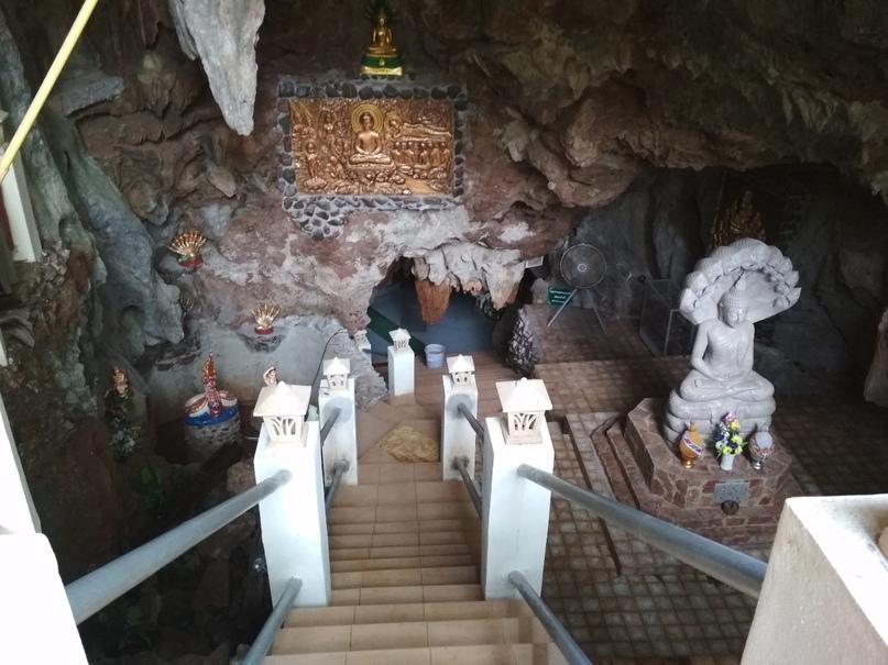 Верхний уровень пещерного храма Wat Tum Pha Pian (Wat Tham Pakpiang)
