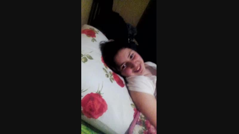 Мы с Фатимой бесимся в кроватях 😂🌚 6.05.2015 г. (1)