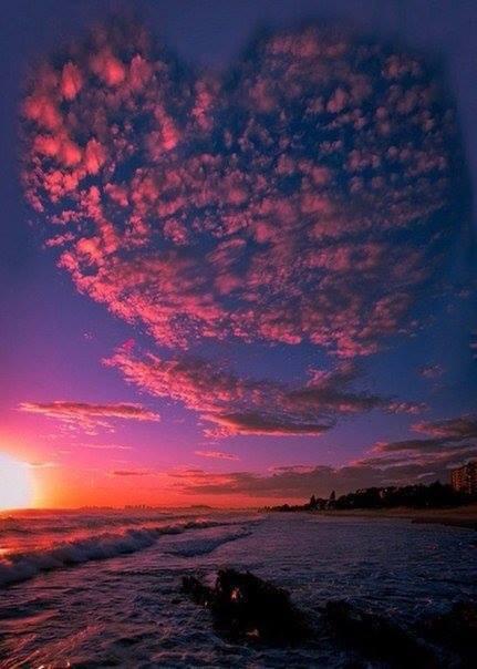 Облака в форме огромного сердца в Австралии