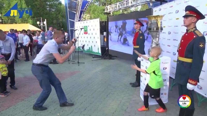 Хоккеист Ак Барса привёз кубок Гагарина в Альметьевск!